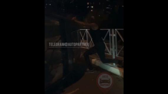 «Не, мужики, я бухой»: в Ялте мужчина пытался поставить на колёса свой внедорожник