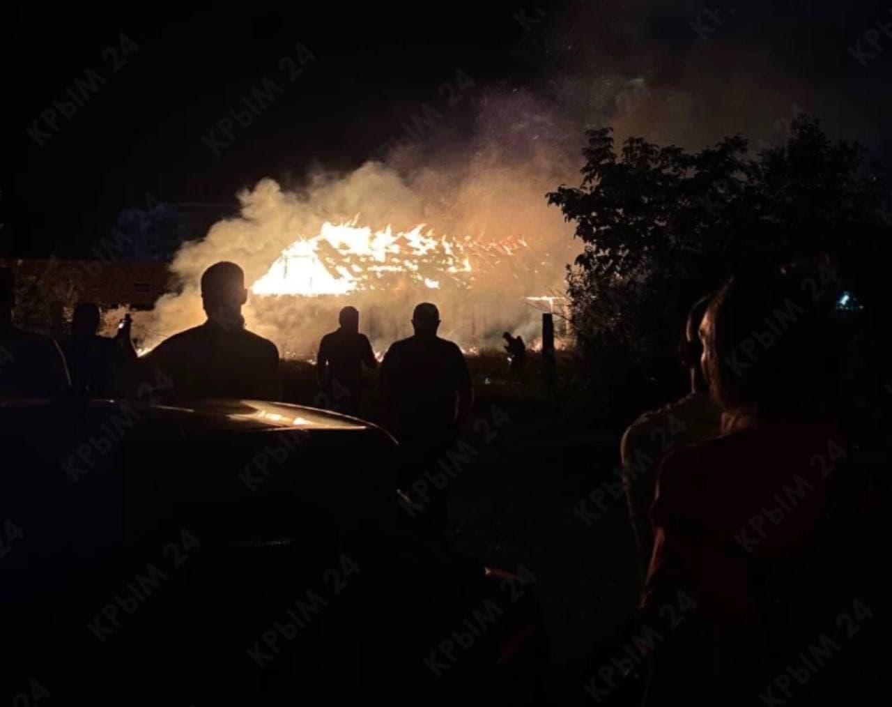 В Симферополе сгорело заброшенное здание. ФОТО, ВИДЕО