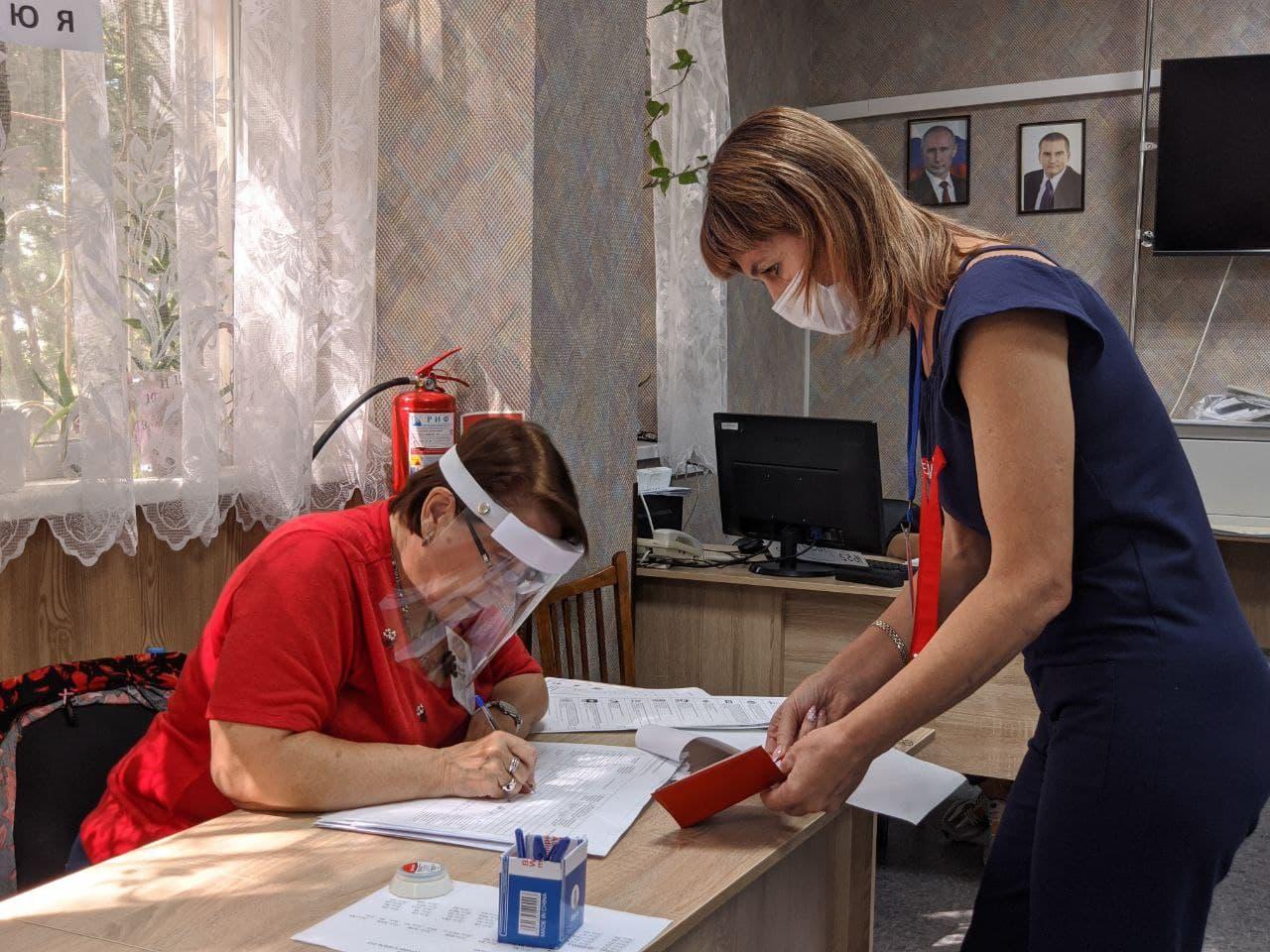 В первый день голосования в Крыму за выборами следили почти 5 тысяч наблюдателей