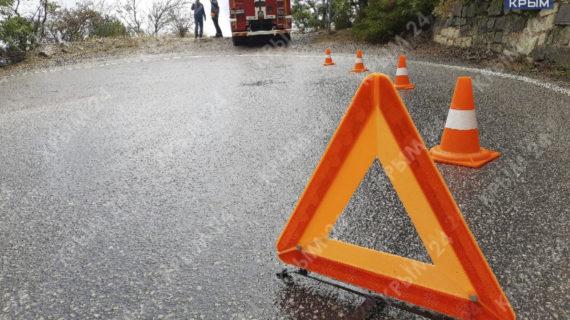 Двое пострадавших из-за падения машины с обрыва находятся в тяжелом состоянии