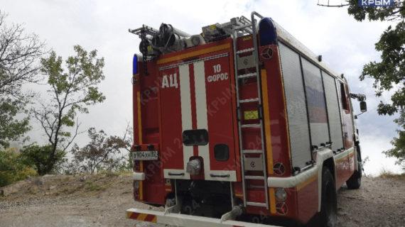 В районе Фороса автомобиль с людьми упал с горы