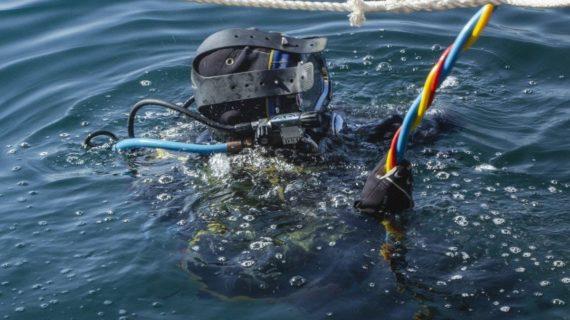 В Феодосии продолжают разоружать затопленный теплоход «Жан Жорес»