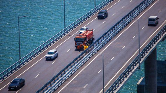 За три года более 2 миллионов грузовых автомобилей проехало по Крымскому мосту