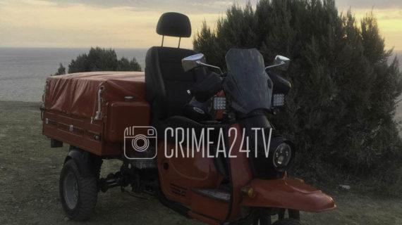 Путешественник из Екатеринбурга добрался до Крыма на советском мотороллере. ВИДЕО