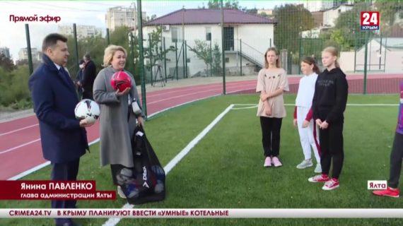 Футбольное поле Форосской школы полностью обновили