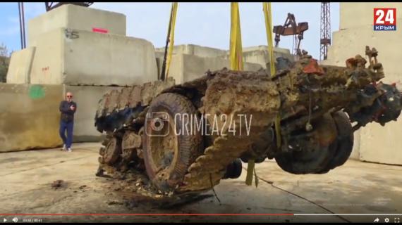 В Крыму при разминировании судна «Жан Жорес» на поверхность подняли грузовую полугусеничную машину. ВИДЕО