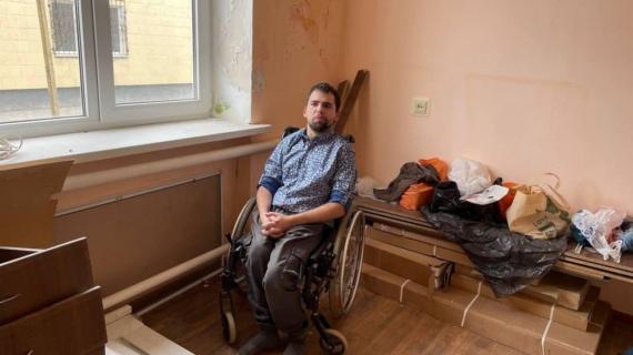 Сироте-инвалиду из Сакского района дали жилье с прогнившими трубами и мокрыми стенами