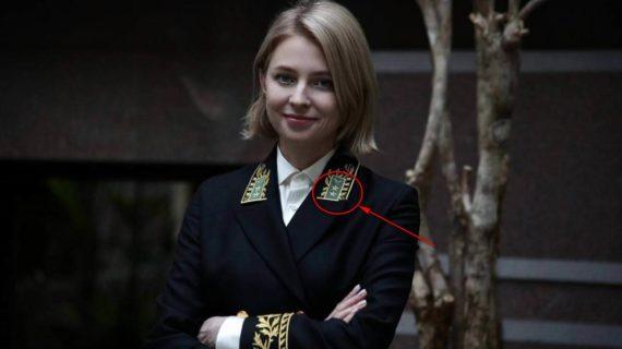 Что означают звёзды на дипломатическом мундире Поклонской